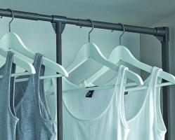 מתקן נפתח לתליית בגדים